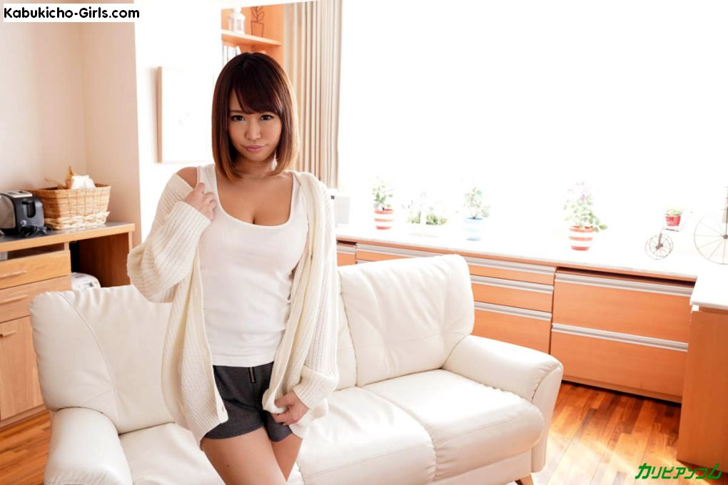 Riina Okamoto, 岡本理依奈 arrives at her friend's apartment for a day of fun.